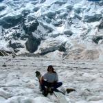 Ледник Безенги. На лопасти вертолета на фоне Безенгийской стены.