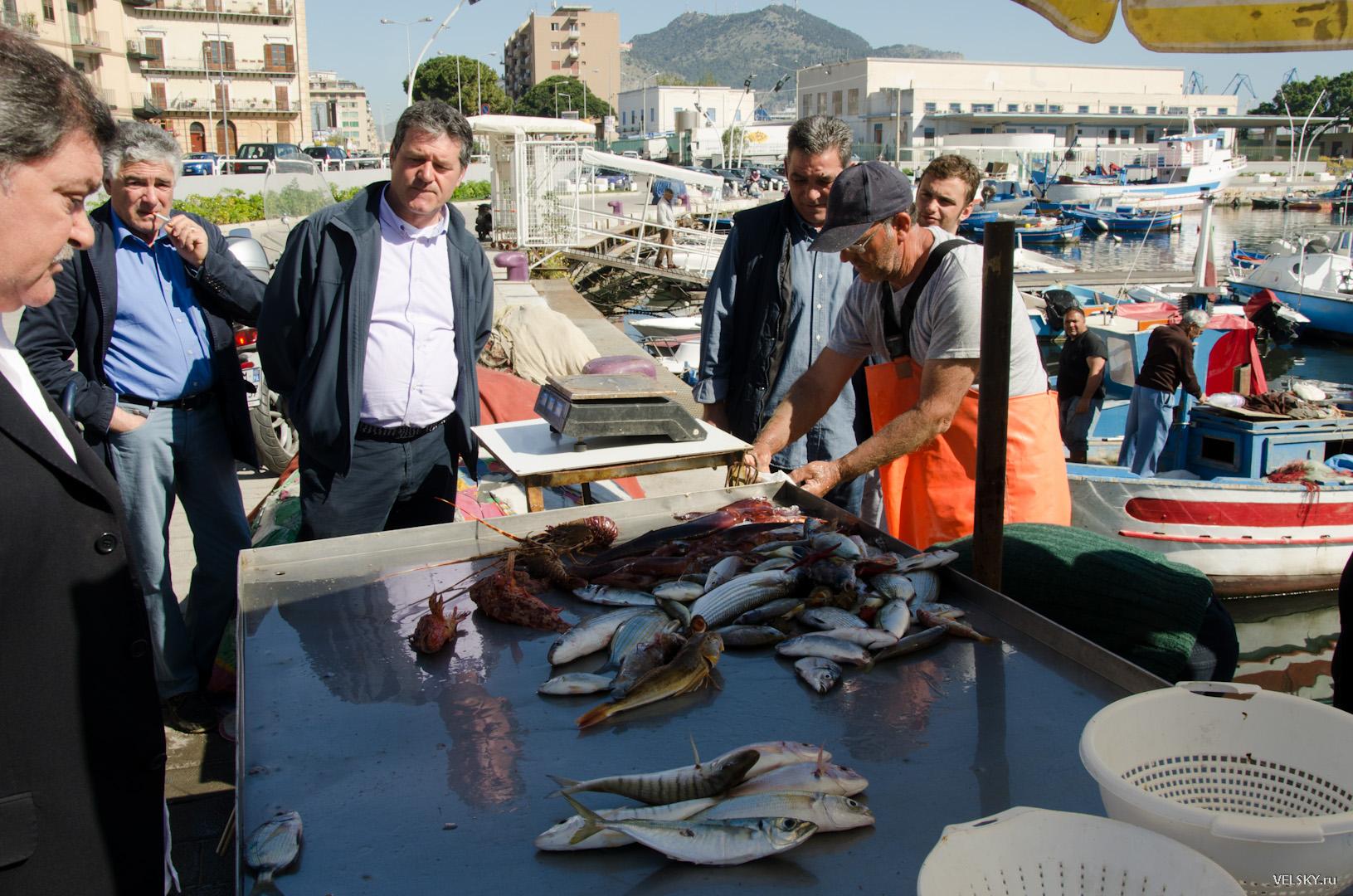 Продажа рыбы на пирсе